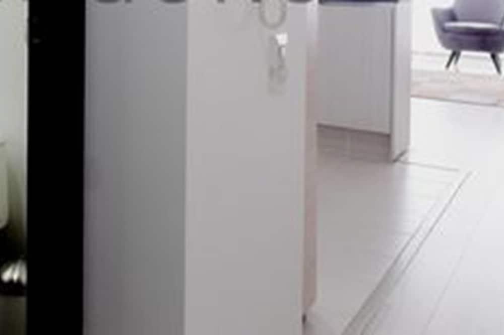 Apartment, 1 Queen Bed, Non Smoking - Bathroom