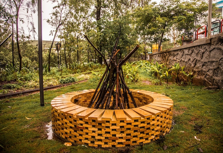 Royal Land Luxury AC Tent, Mahabaleshwar, Garden