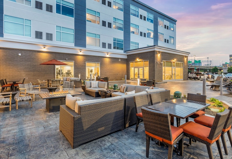Cambria Hotel Milwaukee Downtown, Milwaukee, Terrace/Patio