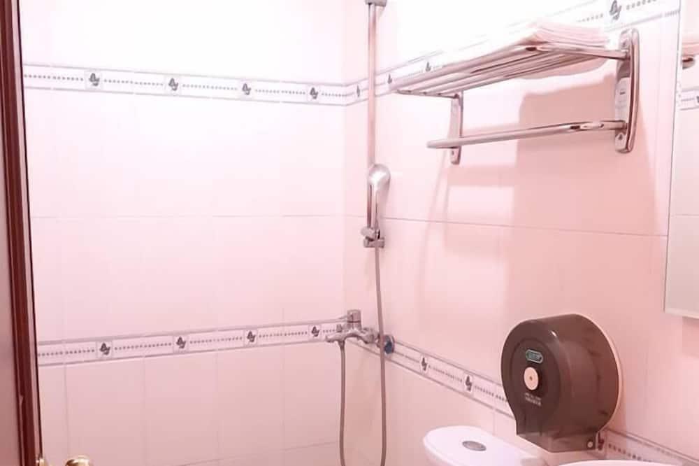 Standard Quadruple Room, 2 Double Beds, Non Smoking, Mountain View - Bathroom