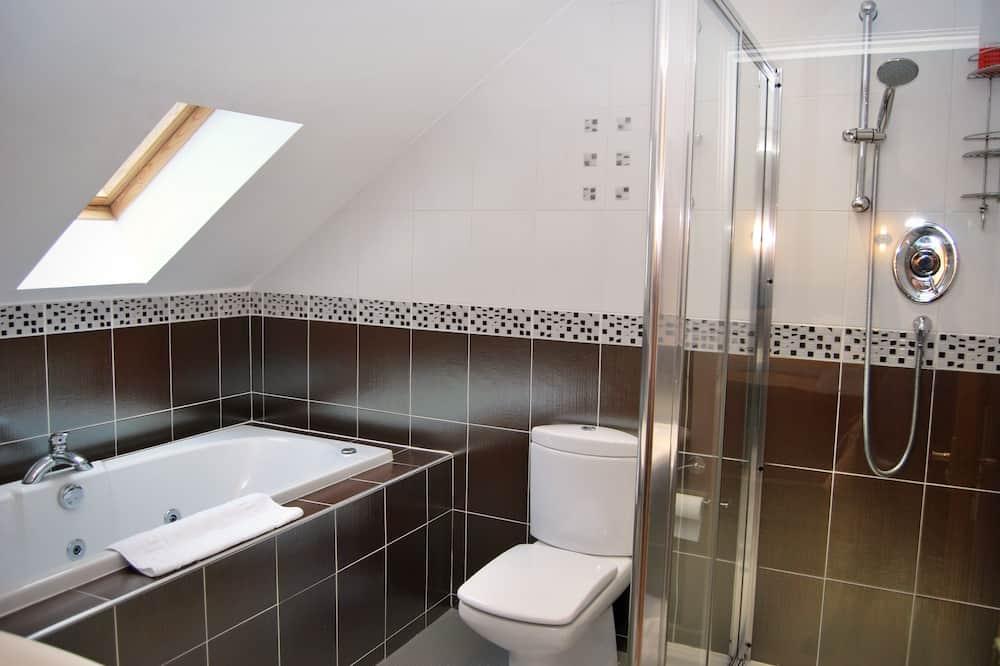 Liukso klasės dvivietis kambarys, 1 labai didelė dvigulė lova, atskiras vonios kambarys - Vonios kambarys