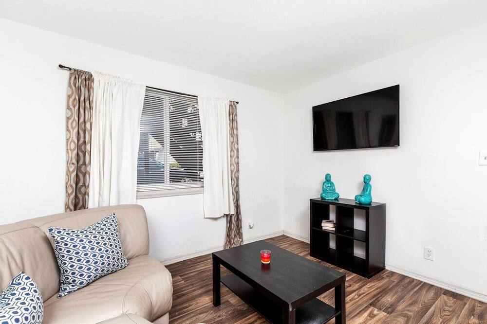 Apartment, 1 Queen-Bett (Stylish Buckhead Condo • Prime Atlant) - Wohnbereich