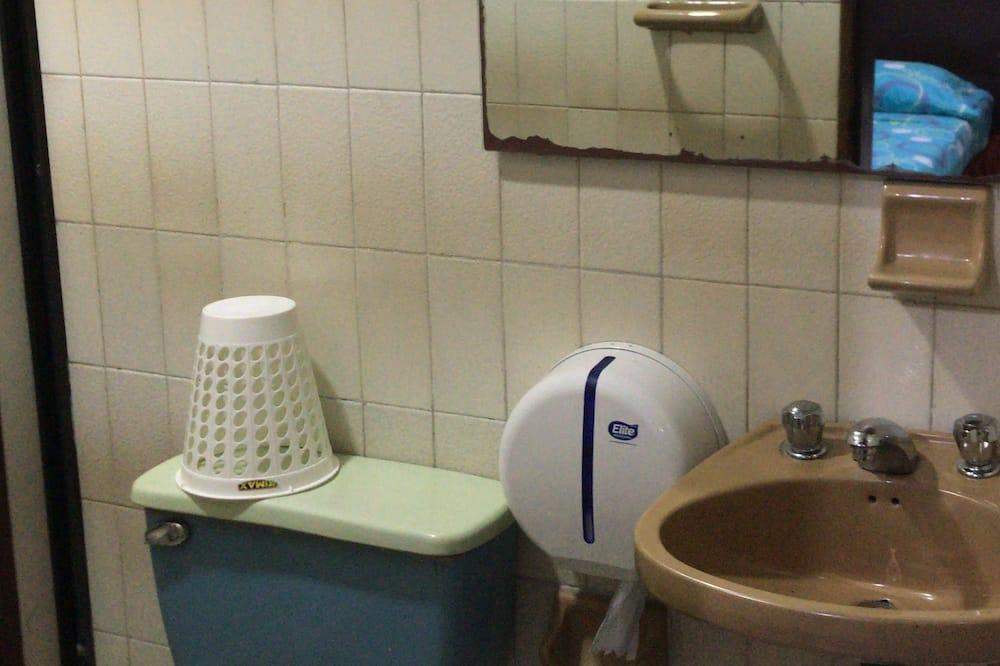 ห้องบิสซิเนส, เตียงใหญ่ 1 เตียง, ปลอดบุหรี่, วิวเมือง - ห้องน้ำ
