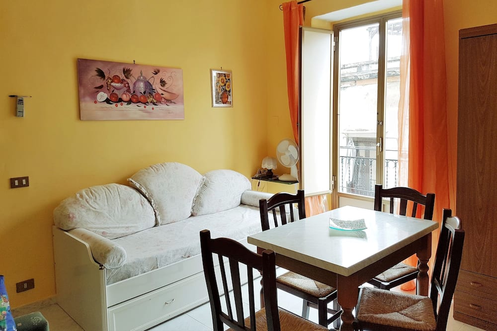 Apartment, 1 Bedroom, Balcony, City View - Living Area
