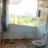 Basic Chalet, 1 Queen Bed, Non Smoking, Mountain View - Bathroom Shower