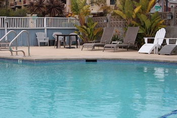 Picture of Edgewater Beach inn and suites in Santa Cruz