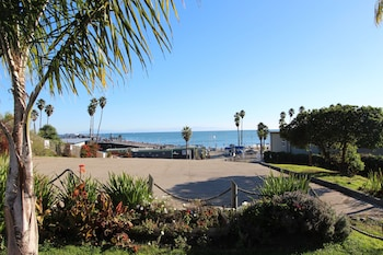 Gambar Edgewater Beach inn and suites di Santa Cruz