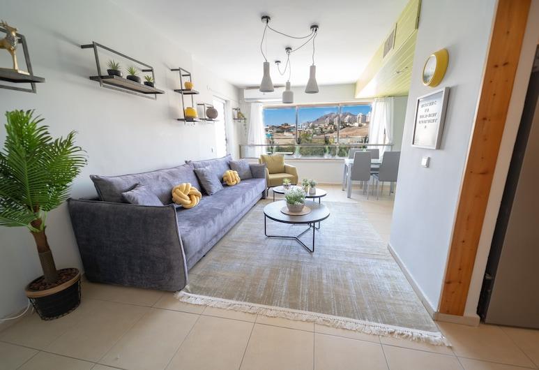 Stylish 2BDR Apartment & Balcony, Eilat