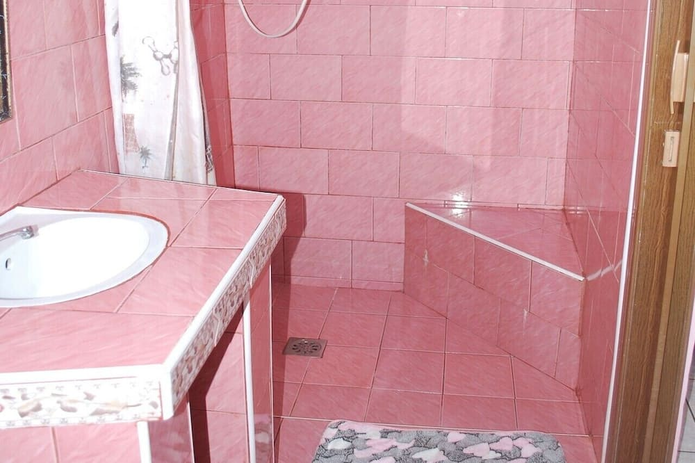 Family Quadruple Room, 2 Queen Beds, Non Smoking, Sea View - Bathroom