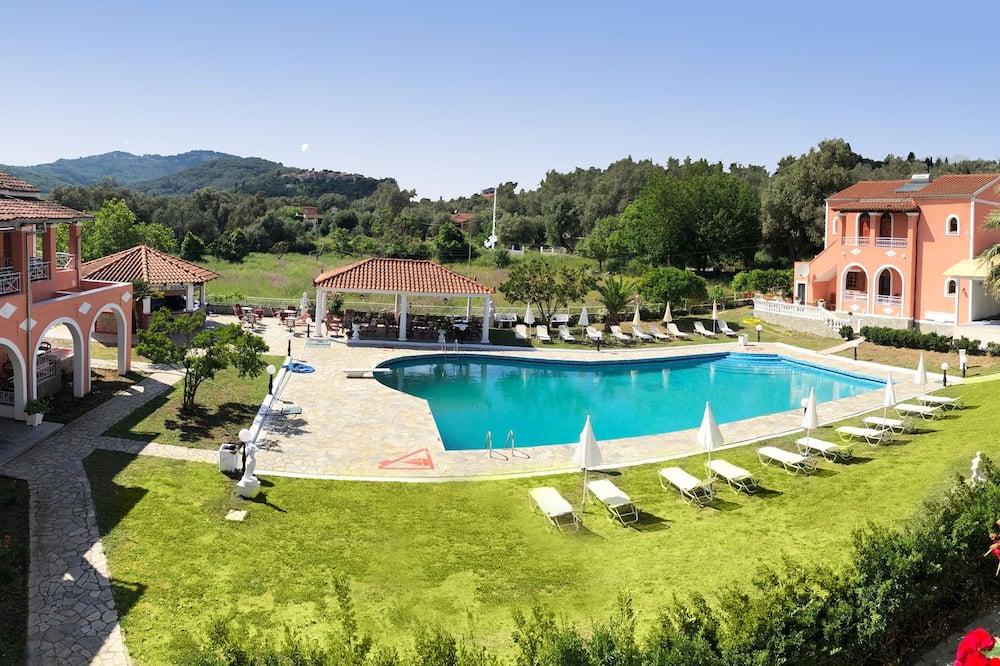 基本雙人房, 泳池景 - 露台景觀