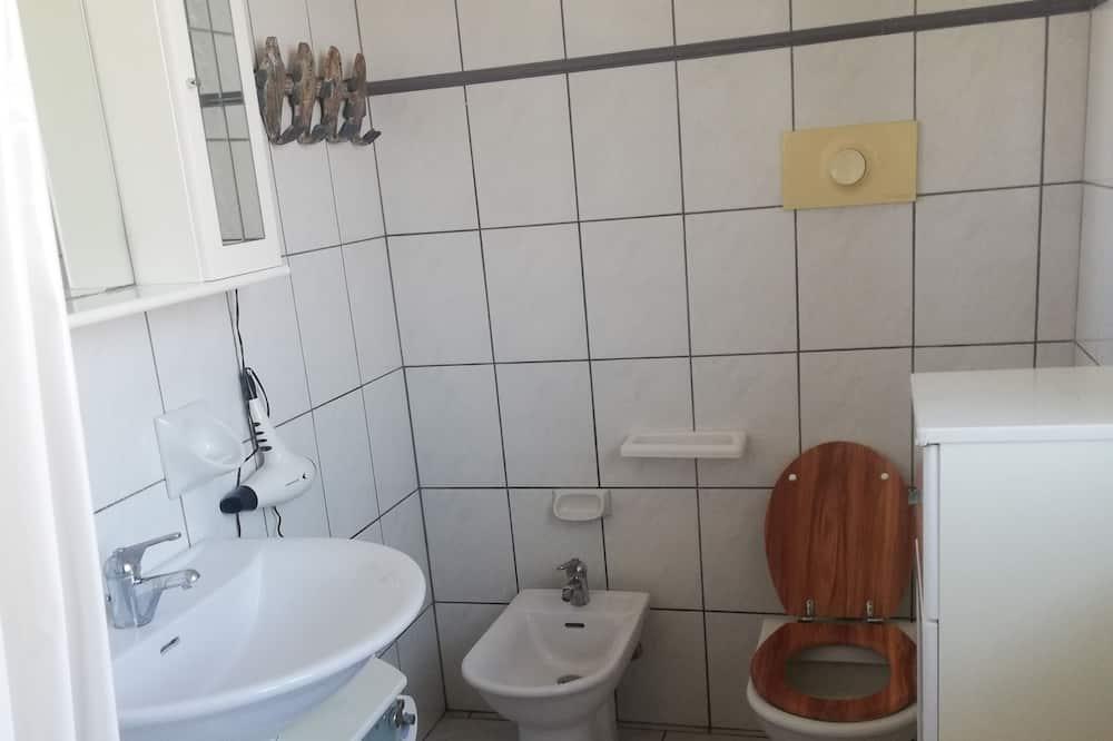 ツインルーム 共用バスルーム (Gialla) - バスルーム