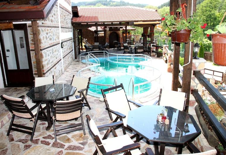 Hotel Manastir, Berovo, Exteriér