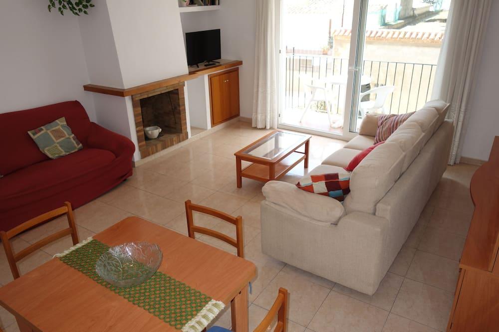 Apartment, 3 Bedrooms, 2 Bathrooms - Living Room