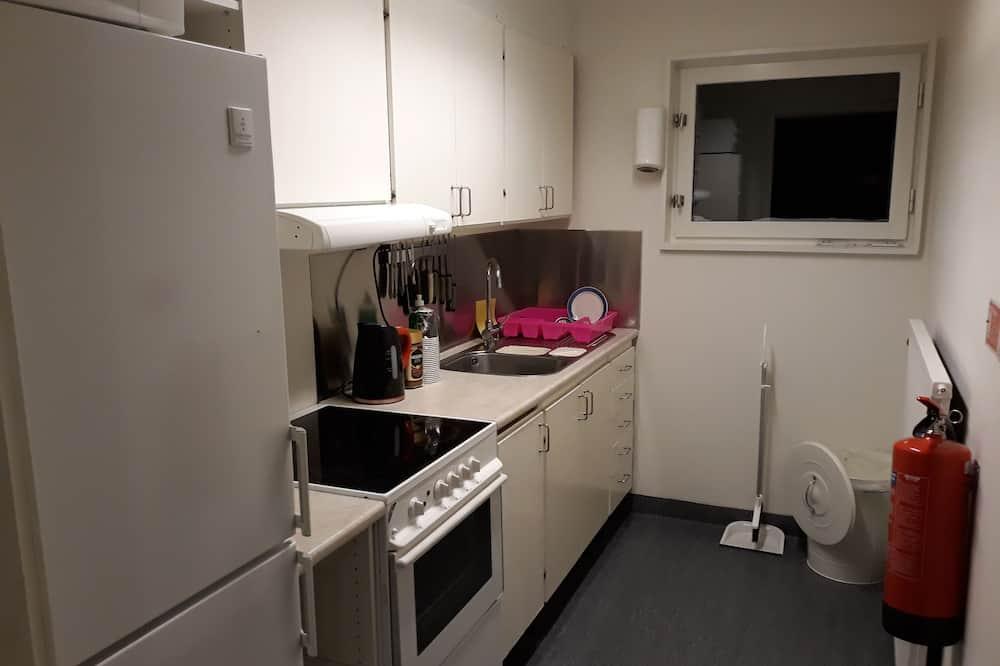 4 人部屋 - 共用キッチン設備