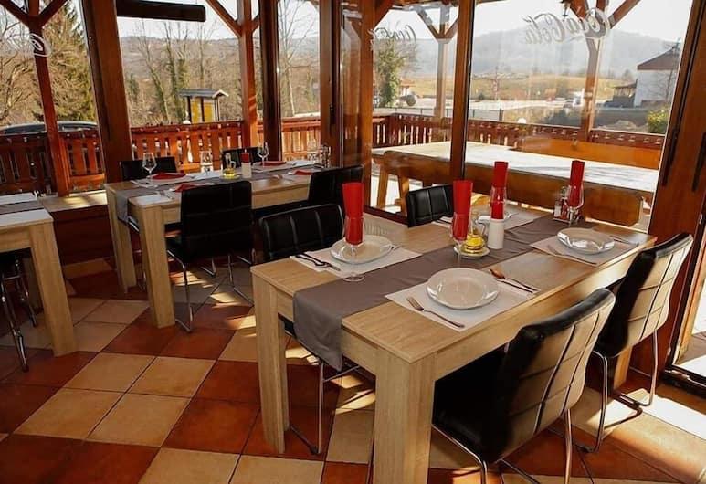 傑澤羅客房飯店, 拉科維察, 餐飲