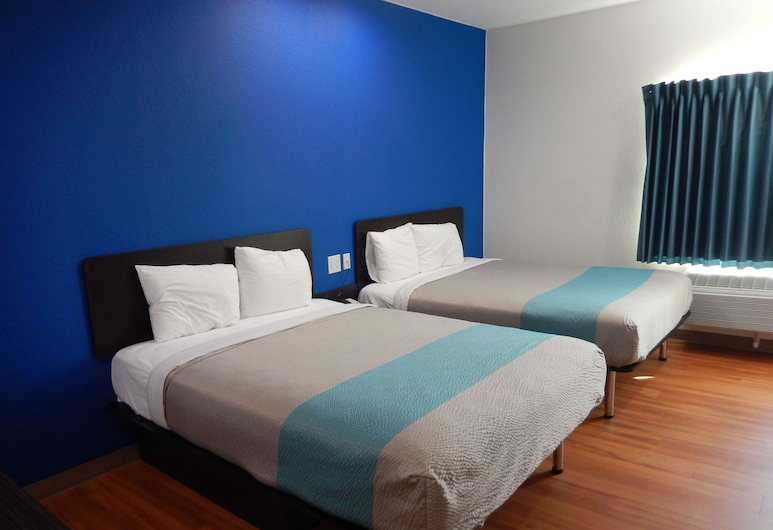 Motel 6 Houston, TX - Downtown North, Houston, Standard Room, 2 Queen Beds, Non Smoking, Guest Room