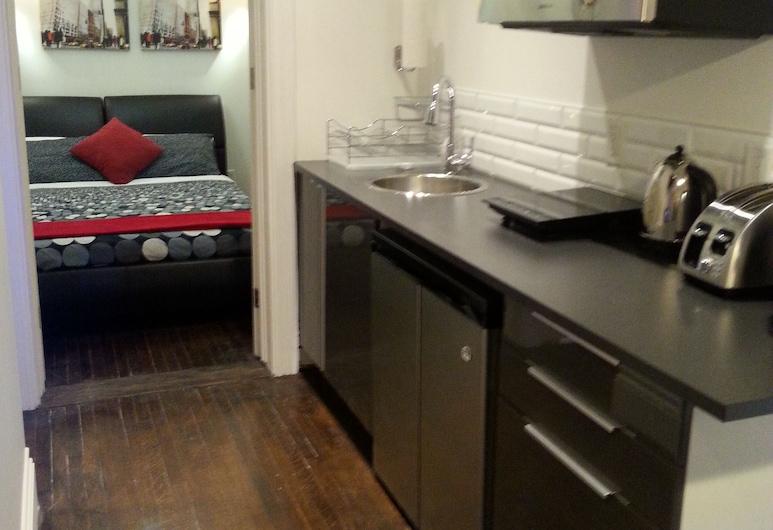 Sherbourne Guest House, Toronto, Suite, 1 queensize-seng, ikke-røyk, tekjøkken (2nd floor), Tekjøkken på rommet