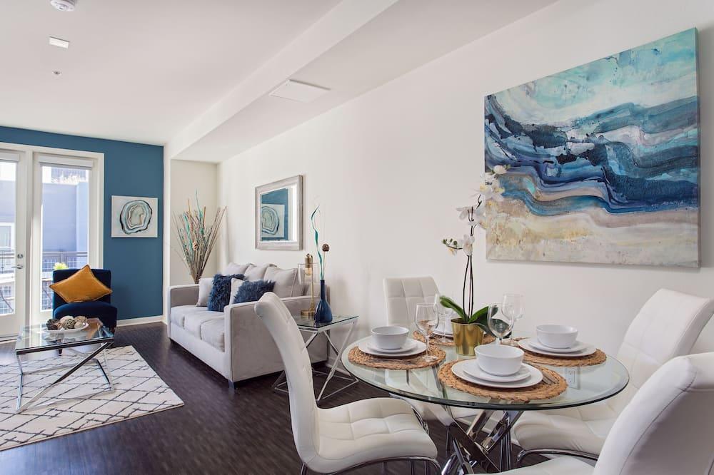 Luxus apartman, több ágy, mozgássérültek számára is hozzáférhető, kilátással a városra - Nappali rész