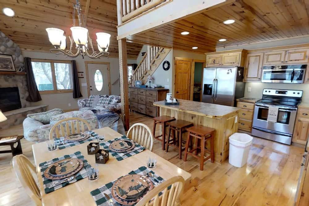 House, Multiple Beds (Lakefront Hideaway) - Living Room