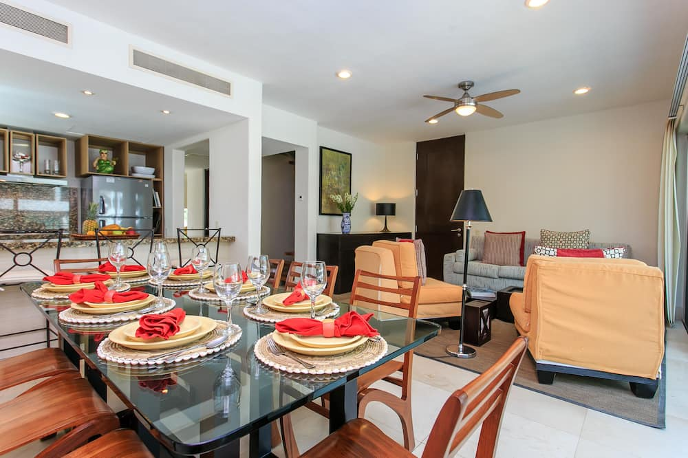 Luxury Penthouse, Terrace, Pool View - In-Room Dining