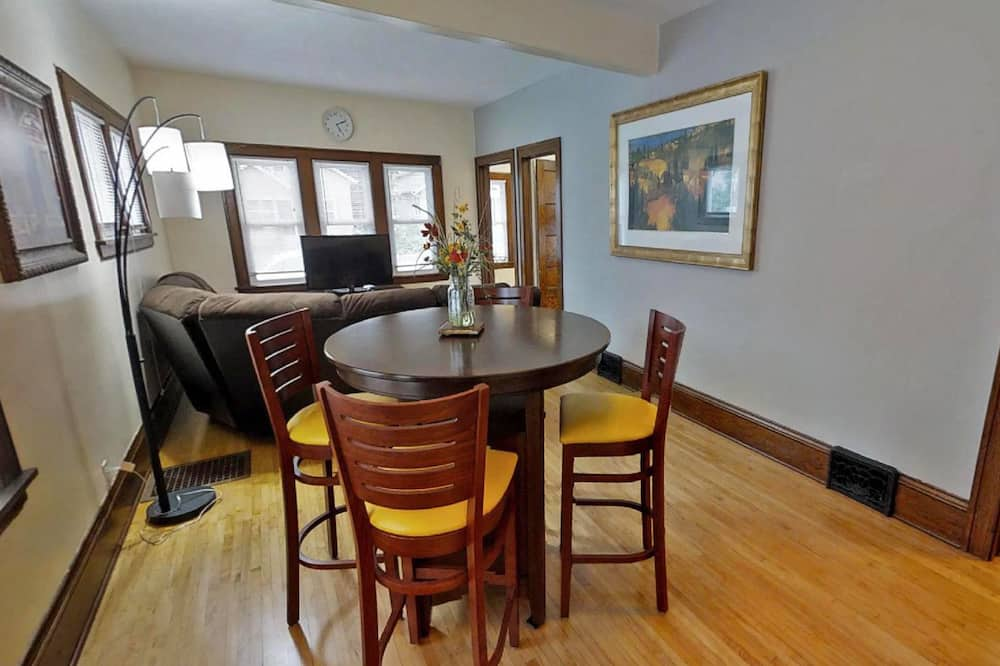 House, Multiple Beds (Marigold) - In-Room Dining