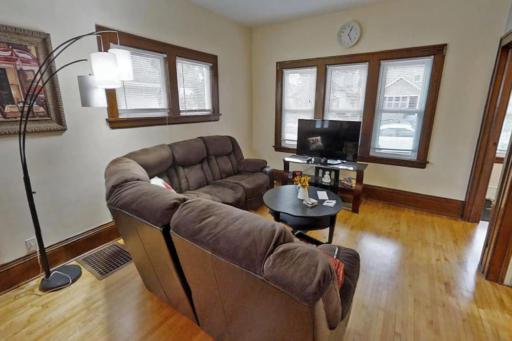 House, Multiple Beds (Marigold) - Living Room