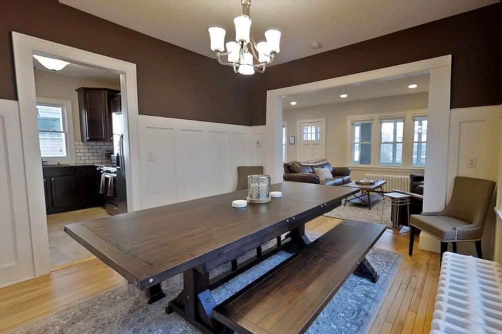 House, 4 Bedrooms, Non Smoking - In-Room Dining