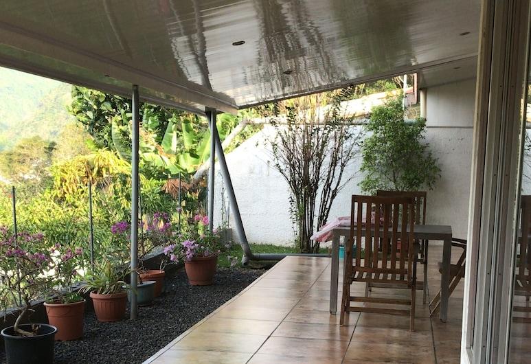 Wendy Location, Папеэте, Коттедж «Классик», 3 спальни, вид на сад, Терраса/ патио
