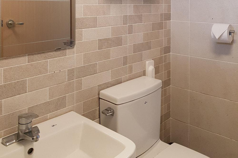 Bendrabutis, tik moterims (4 persons) - Vonios kambarys