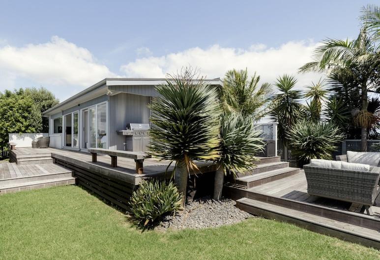 Coastal Home with Admire Lovely Sea View, Whangaparaoa