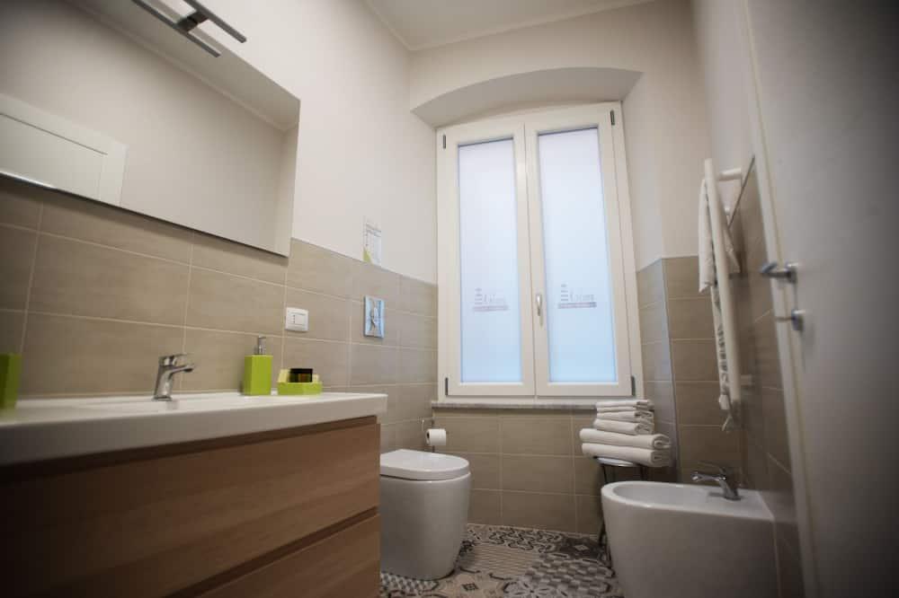 Superior-værelse - 1 kingsize-seng - privat badeværelse - byudsigt - Badeværelse