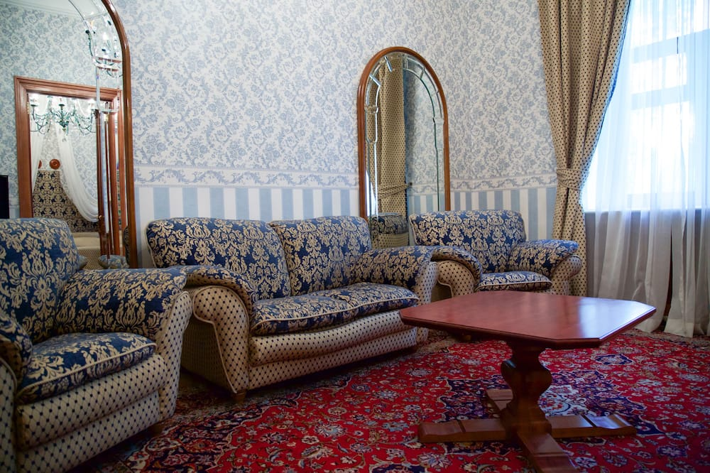 ห้องสวีท, อ่างน้ำวน - พื้นที่นั่งเล่น