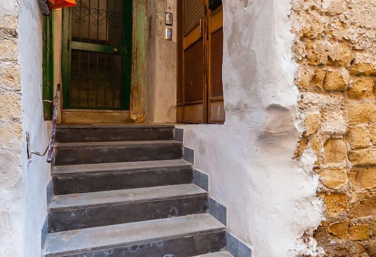 San Gregorio Armeno - Bh 119, Naples, Bagian luar