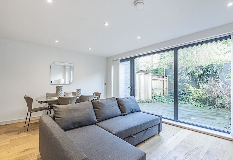 CE Apartments - Greenwich, London, Apartment, Private Bathroom (4 to 6 Bed), Room
