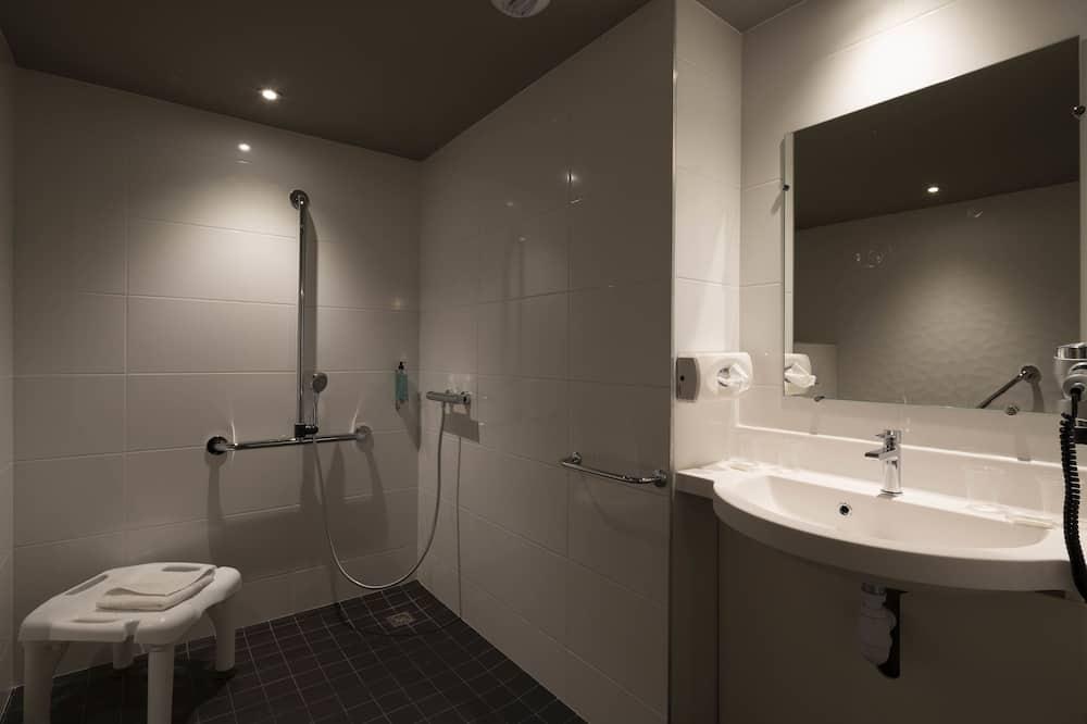 Keturvietis kambarys, Kelios lovos - Vonios kambarys