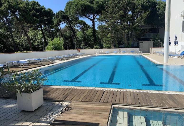 狄恩納斯高爾夫飯店, 切爾維亞, 游泳池