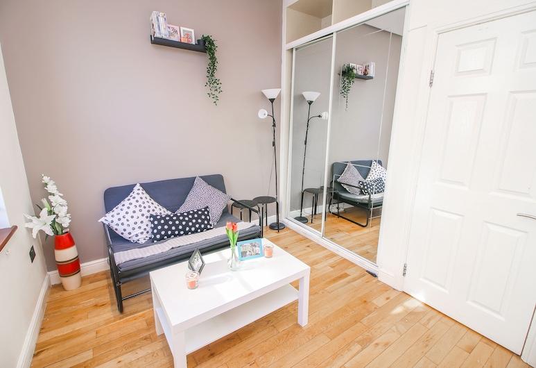 Studio Flat near Liverpool st , London, Apartment, 1Doppelbett und Schlafsofa, Wohnbereich