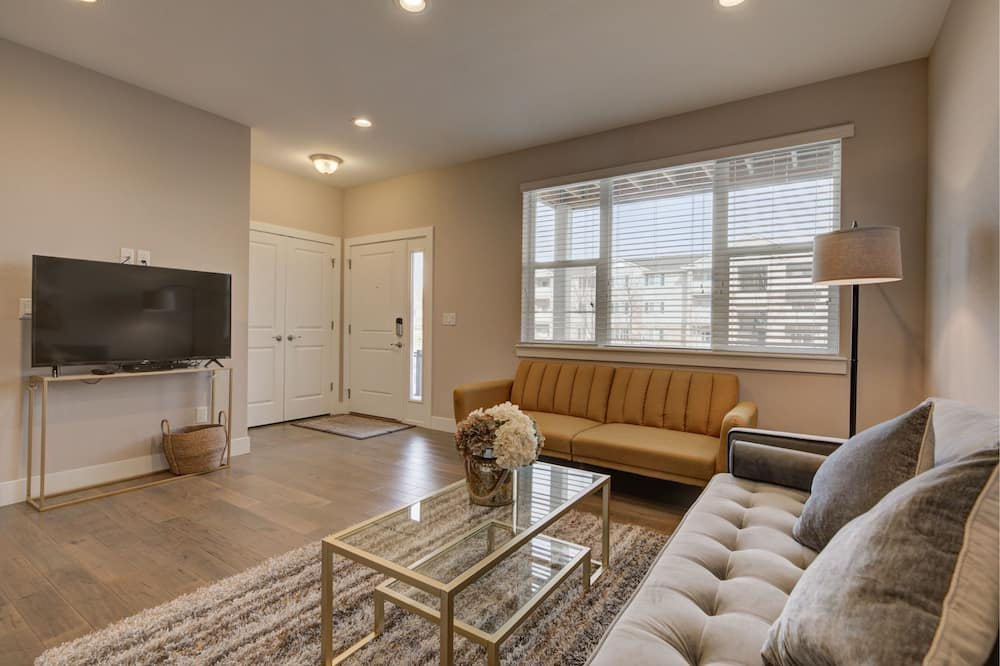 Business Townhome, Multiple Beds, Non Smoking, Mountain View - Living Room