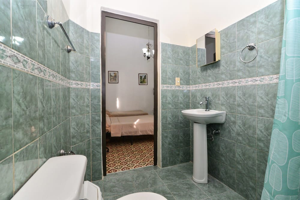 스탠다드 트리플룸, 침대(여러 개), 금연 - 욕실