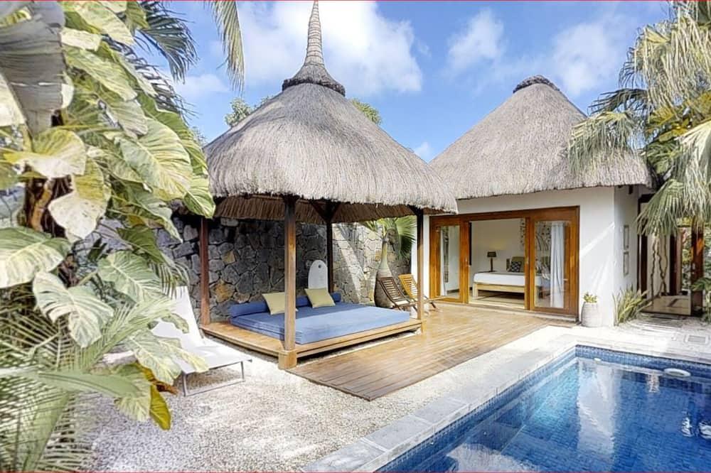 Romantic Villa 500m From the Beach