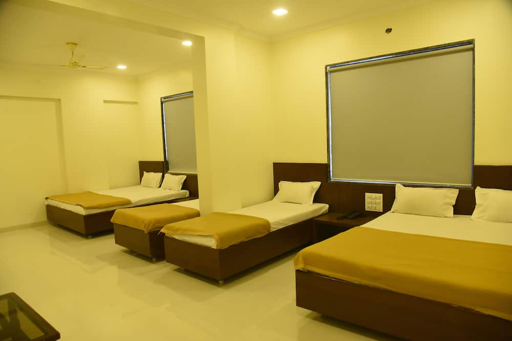 Deluxe Family A/C Room - Guest Room