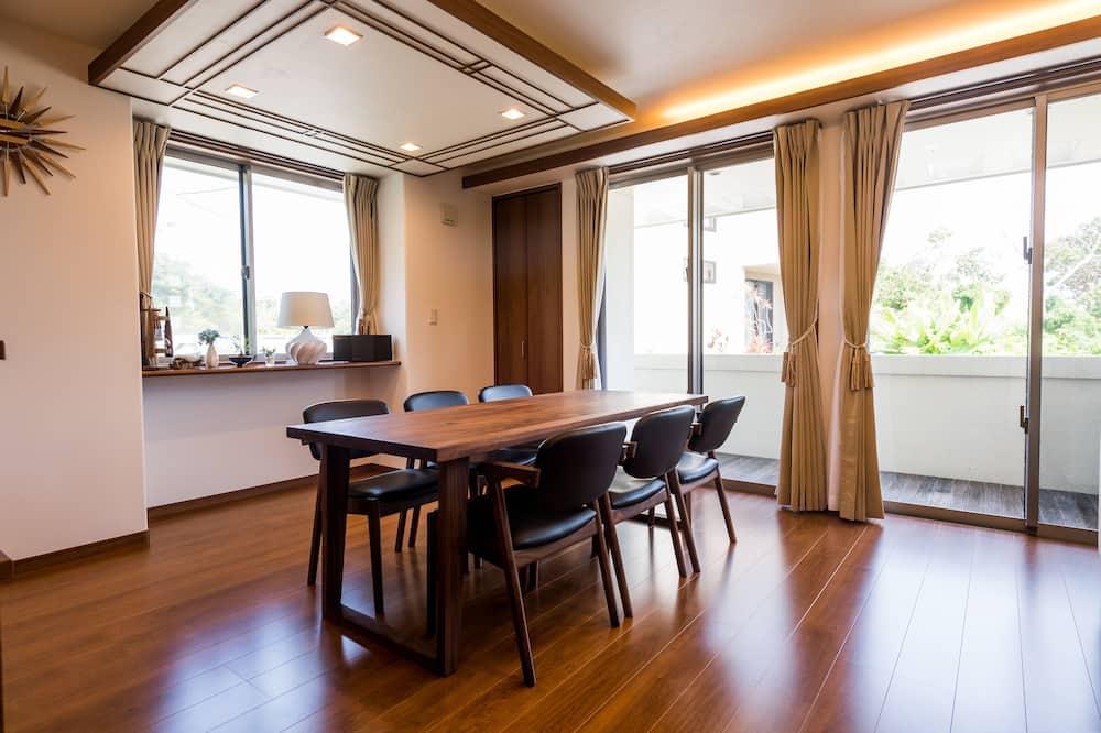 Villa - Eetruimte in kamer