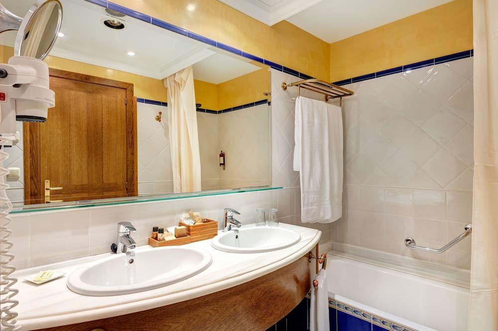Premium Double Room, Terrace, Pool View - Bathroom