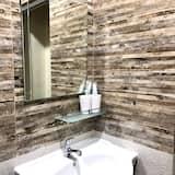ห้องแฟมิลี่ (Standard) - ห้องน้ำ