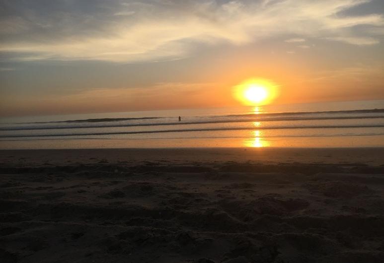 薩爾薩比爾住宅飯店, 巴投昆庫, 海灘