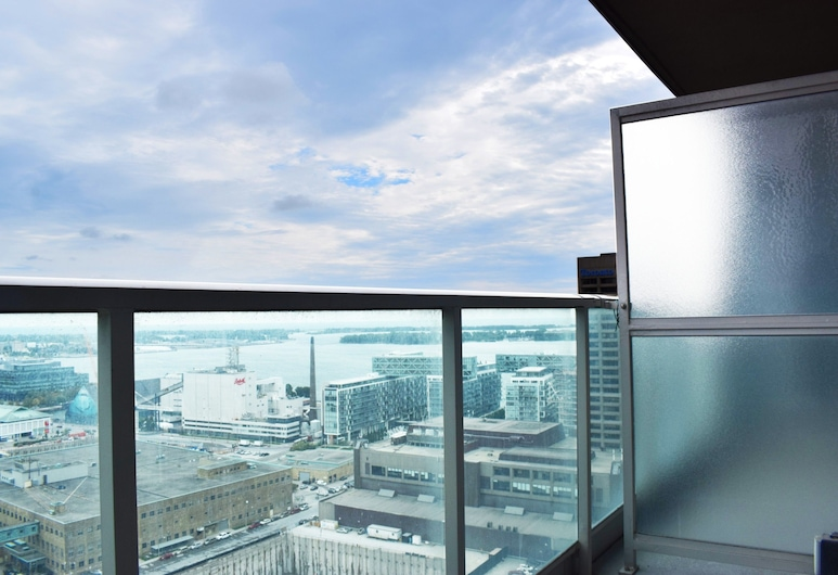 Modern High Rise 1 Bedroom in Downtown Toronto, Toronto, Balcony