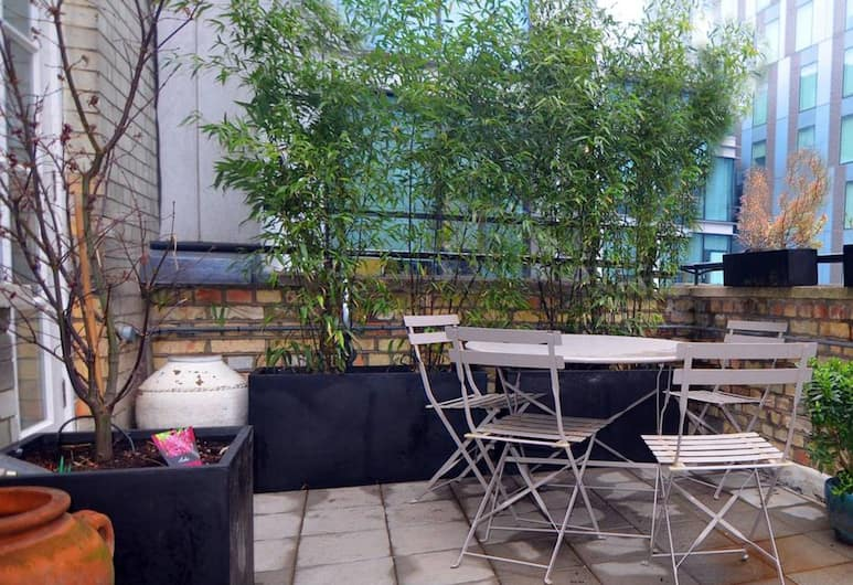 Modern 1 Bedroom Flat Near Liverpool Street With Patio, Londýn, Balkón