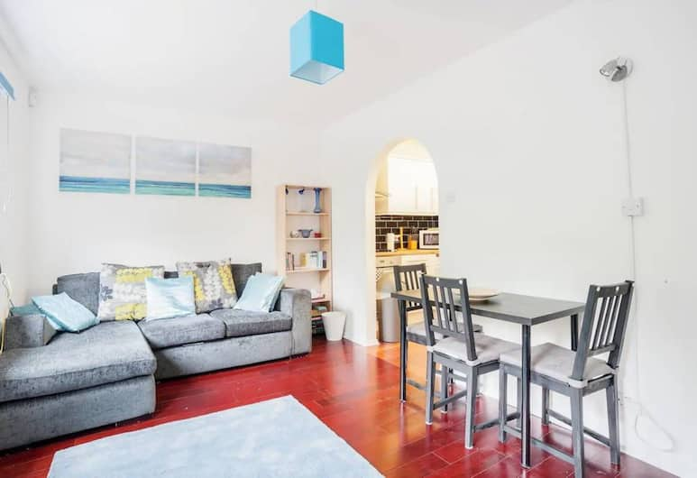 Homely 2 Bedroom House By Canary Wharf, London, Living Room