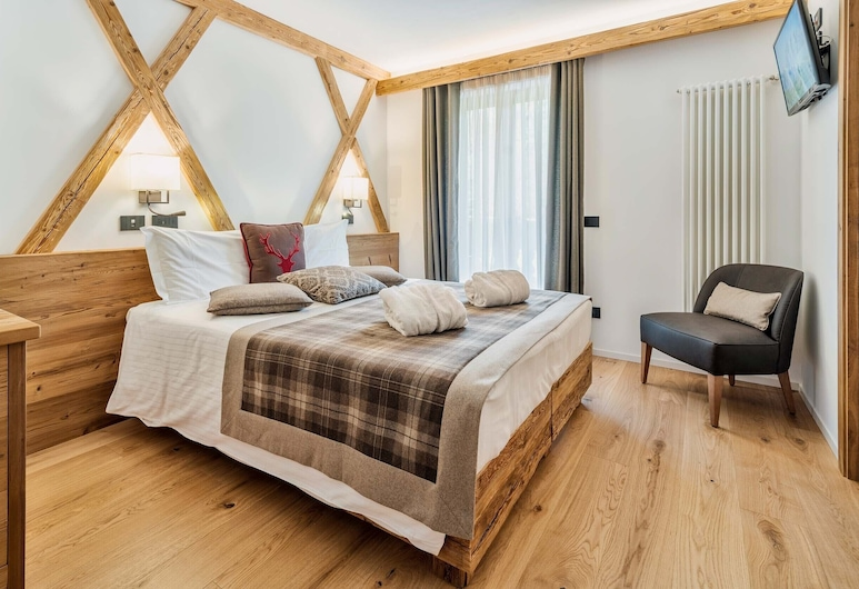Camina Suite & Spa, Cortina d'Ampezzo, Habitación Deluxe con 1 cama doble o 2 individuales, 1 cama de matrimonio, balcón (Pomagnon), Habitación