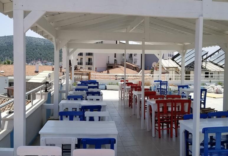 Aras Marina Hotel, צזמה, מרפסת/פטיו